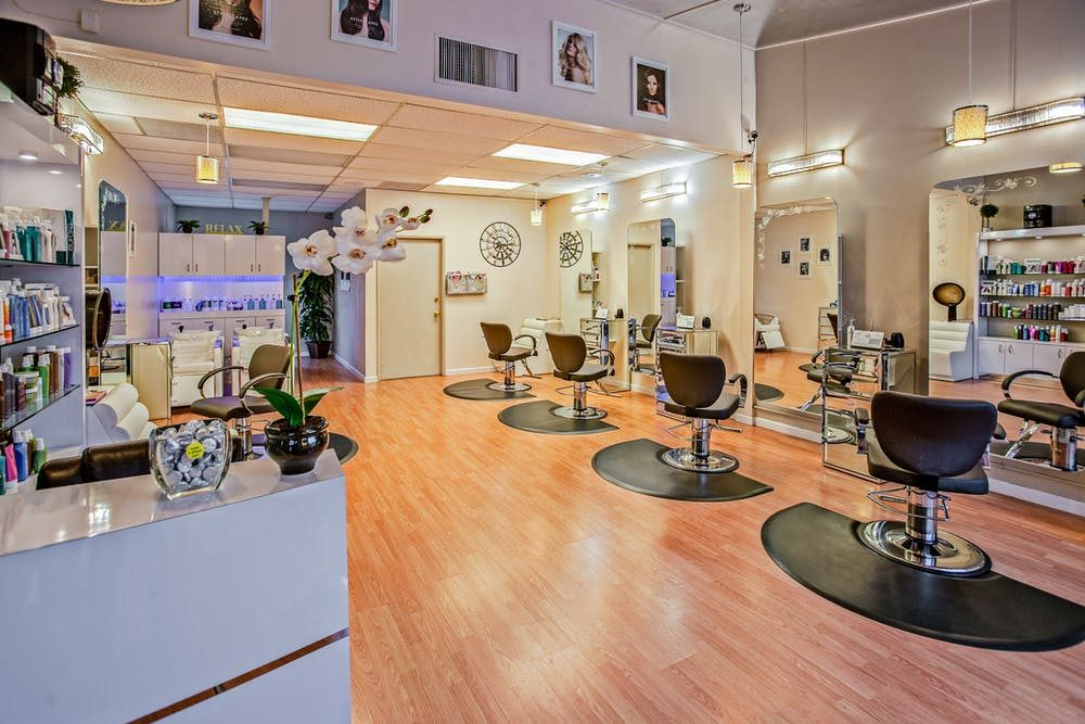 An attractive hair salon with awe inspiring ambiance.